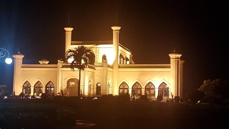 view istana siak di malam hari