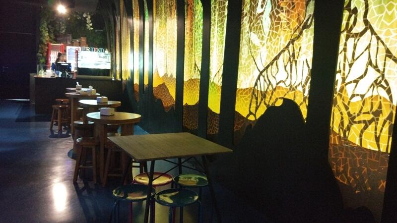 terdapat cafe tempat beristirahat
