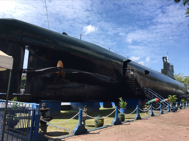 sejarah monumen kapal selam