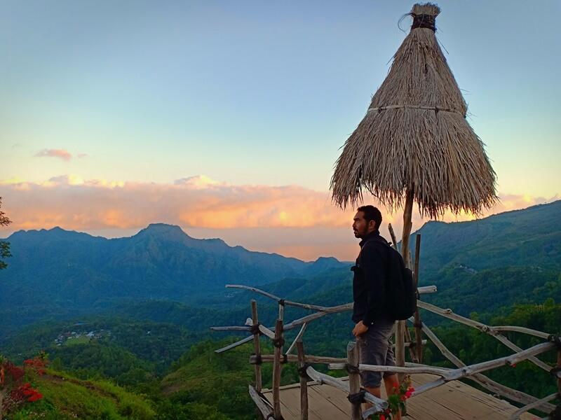 latar alam yang keren di panorama manulalu
