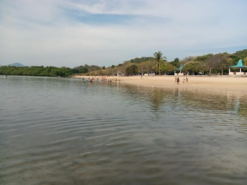 ragam kegiatan di pantai atapupu