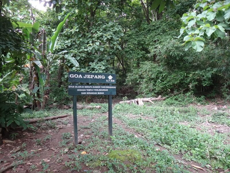 trekking menuju goa jepang