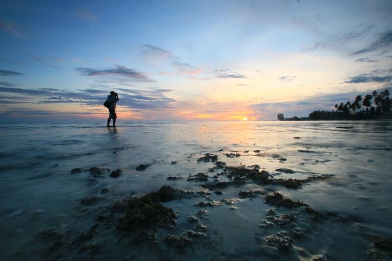 cantiknya sunset di pantai biduk biduk