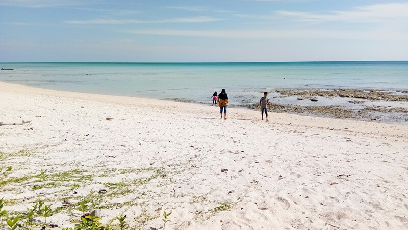 hamparan pasir putih bersih