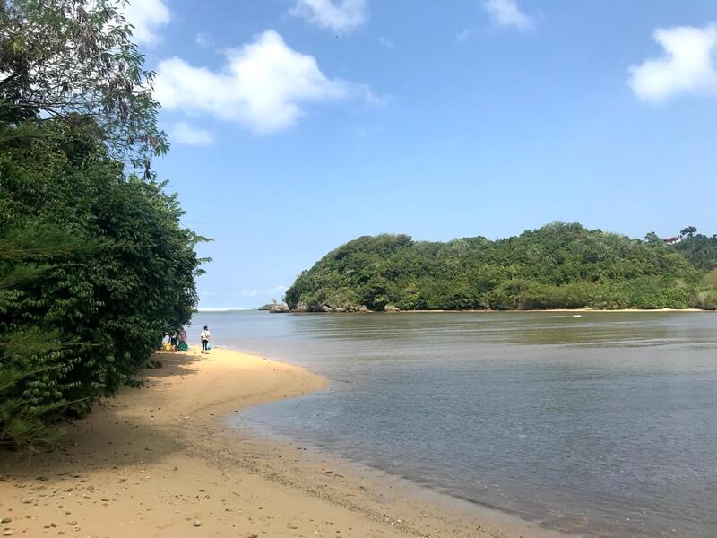 keindahan pantai clungup