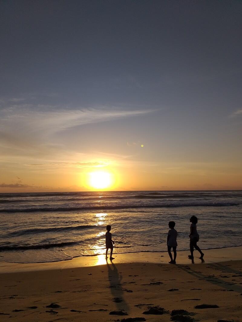 destinasi wisata keluarga di pantai lhoknga
