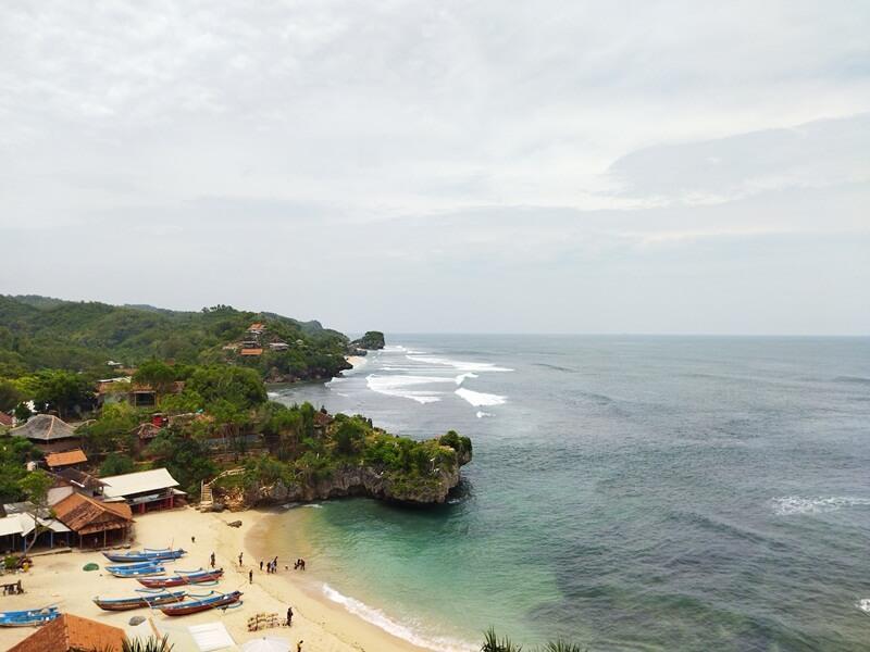 bukit di pantai ngandong