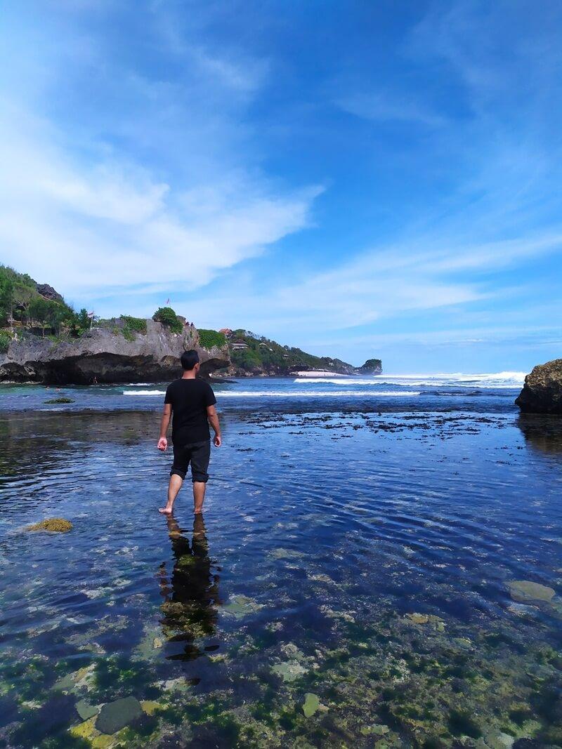 keindahan pantai ngandong ketika surut