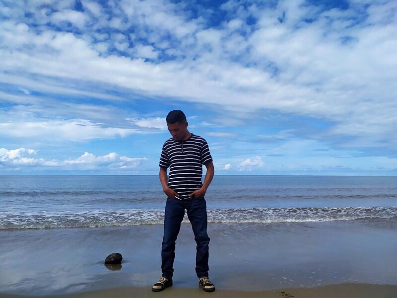 mengabadikan pantai pagatan