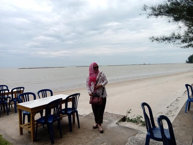 berwisata kuliner dengan keindahannya pantainya