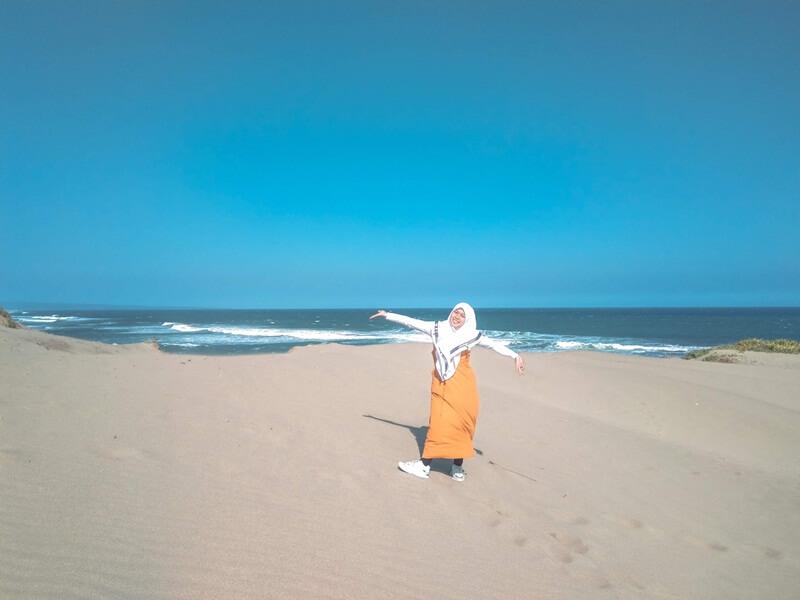 gumuk pasir plus pantai sayang heulang