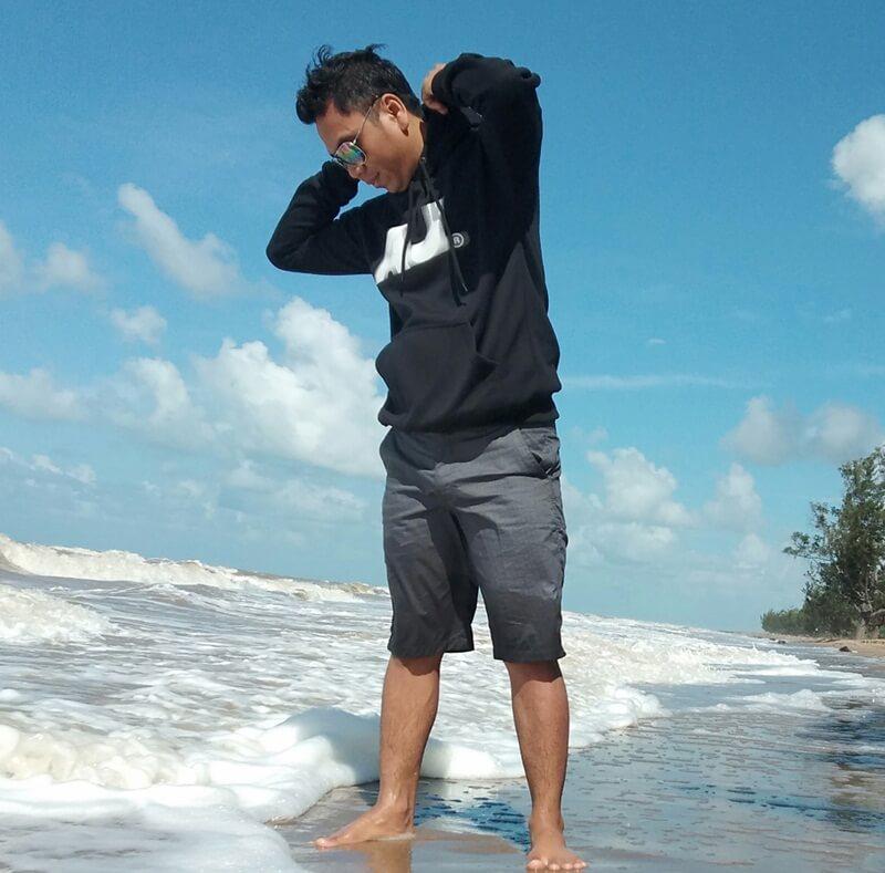 bermain ombak pantai swarangan