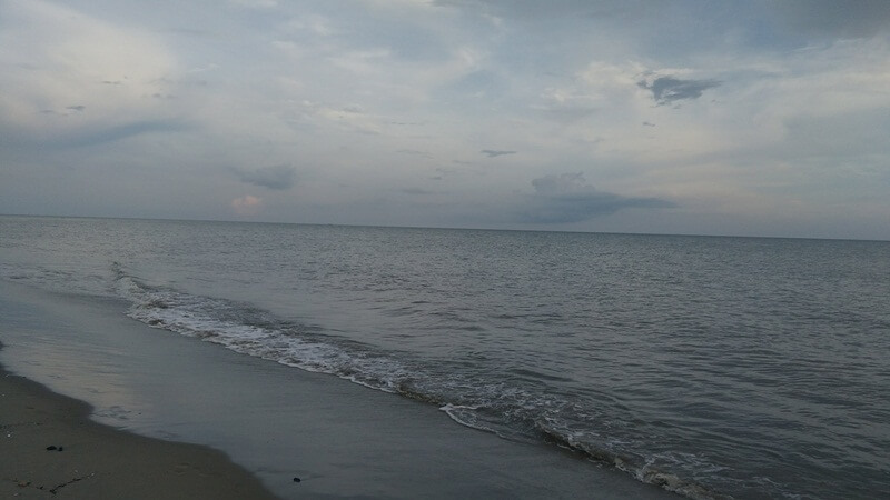 laut memang selalu menenangkan