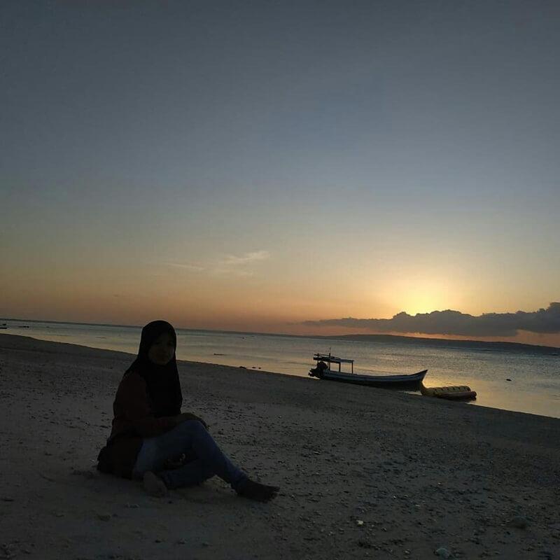 mengabadikan keindahan sunset