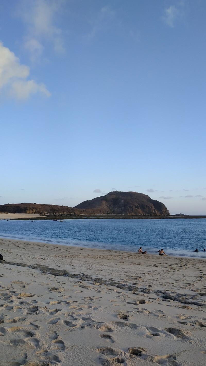 bermain air di pantai tanjung aan