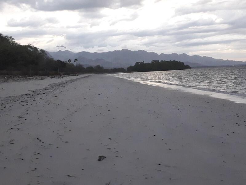 ombak pantai tanjung bastian
