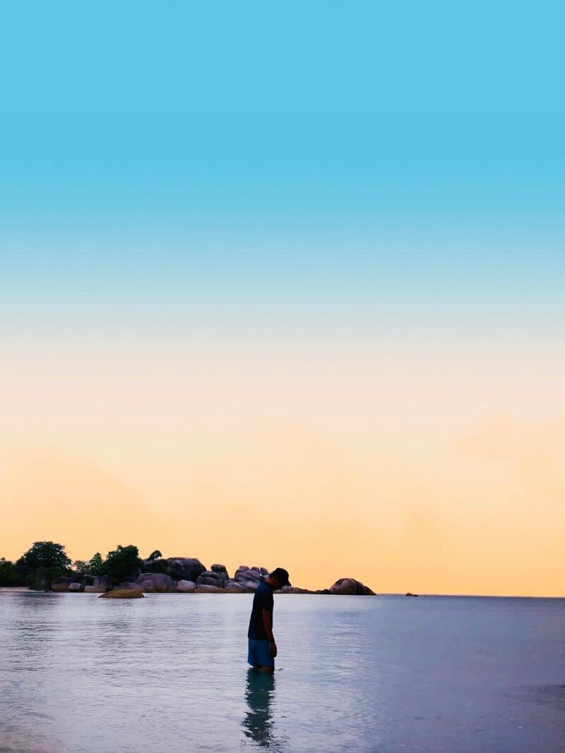 keindahan pantai tanjung tinggi