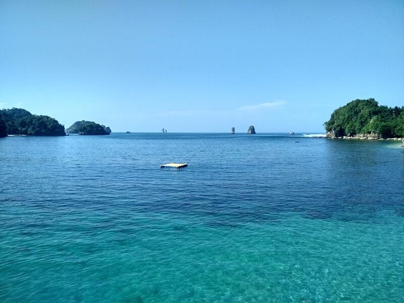 panorama pantai tiga warna yang mengagumkan