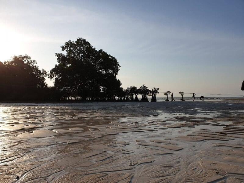 pasir lembut di pantai walakiri