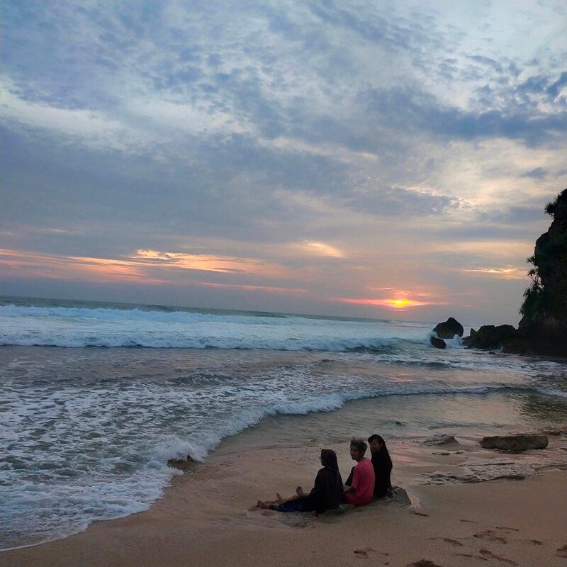 senja di pantai watu kodok