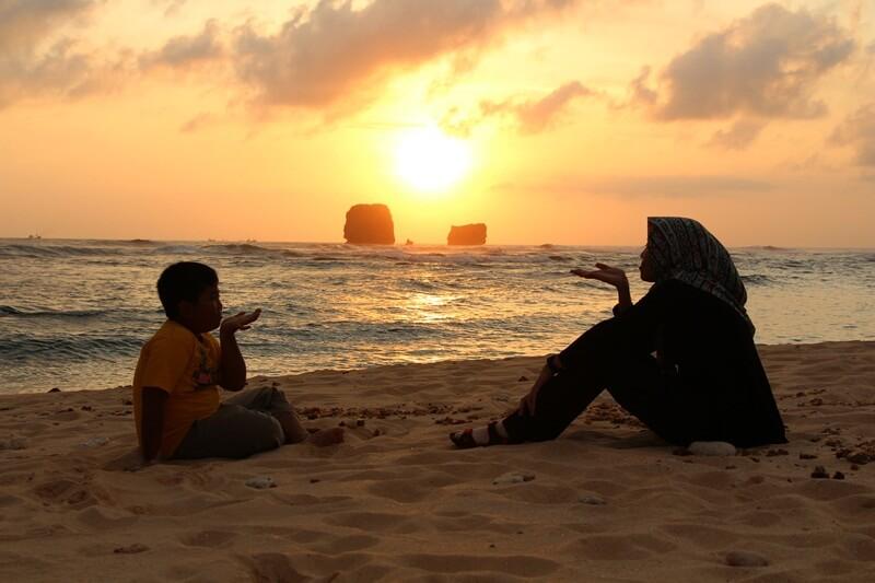 mengabadikan sunset