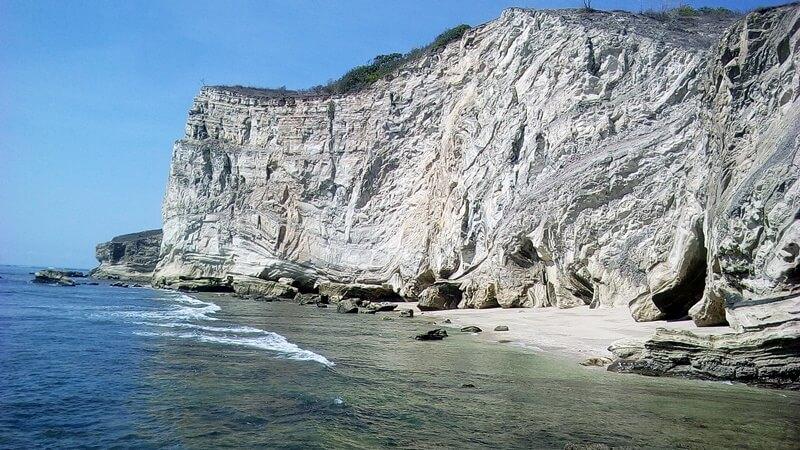 bukit pantai watuparunu