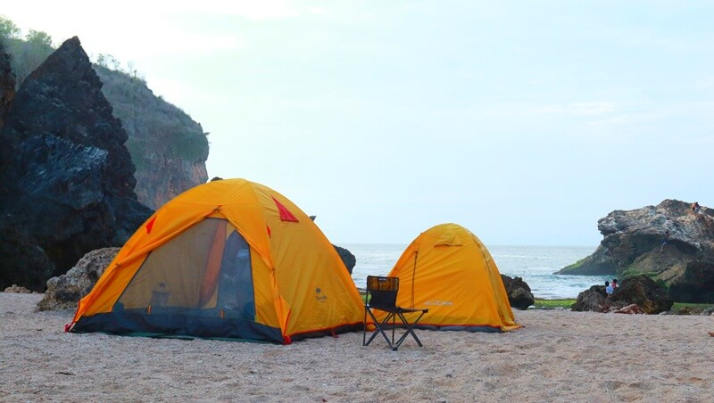 camping di atas hamparan pasir