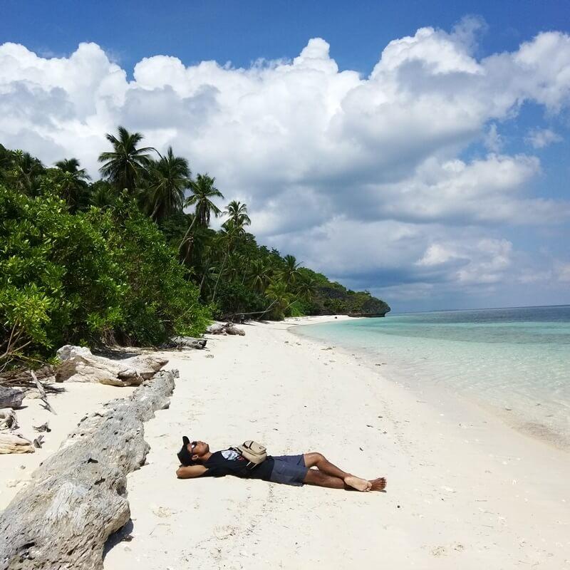 pasir putih pulau hoga
