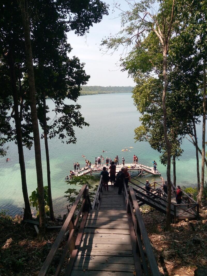 jalur trekking menuju danau
