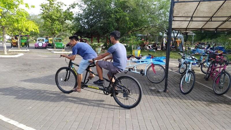 bersepeda mengelilingi pulau