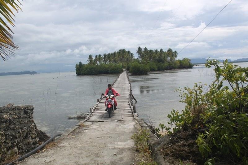 jalan menuju pulau osi