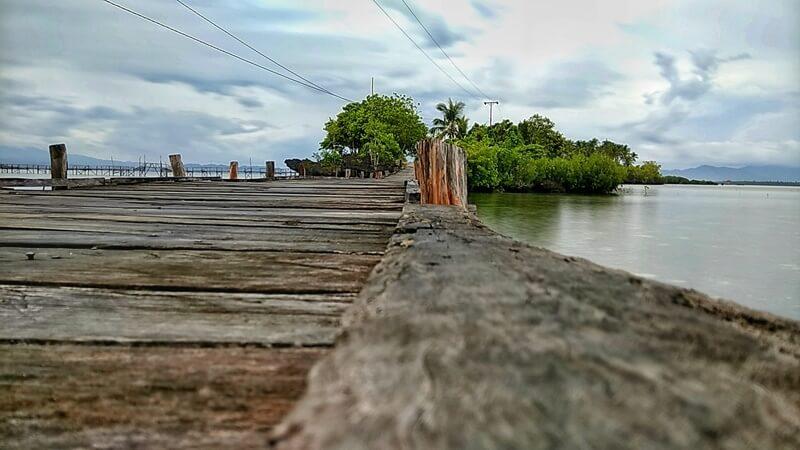 jembatan kayu pulau osi