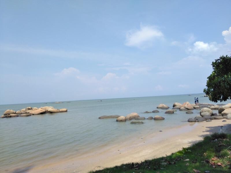 panorama pantai di sinka island park