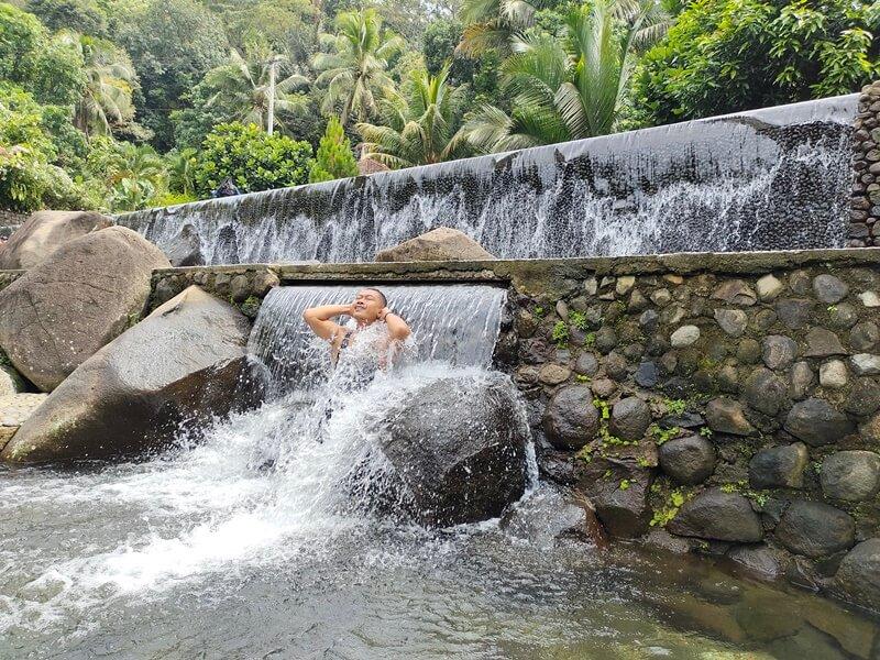 kesegaran air taman batu