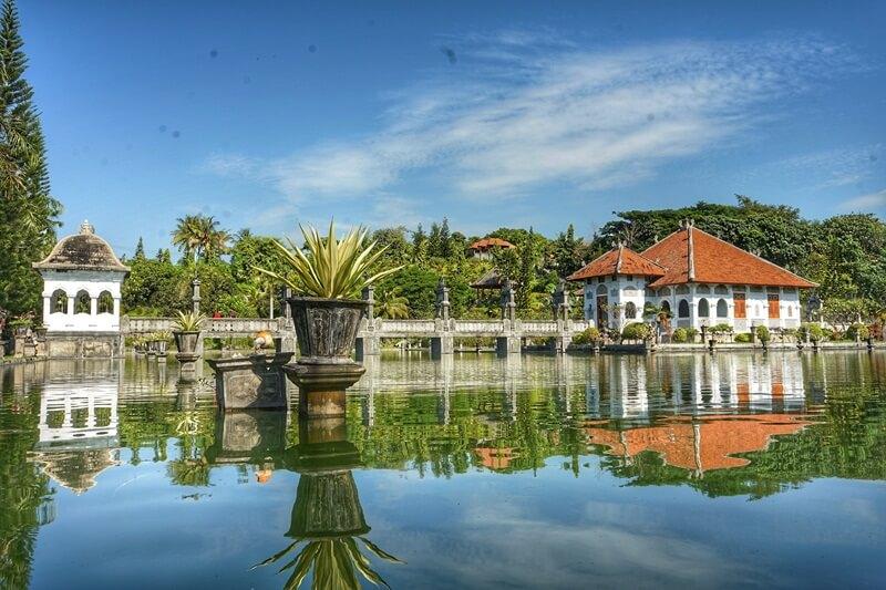 danau di taman ujung sukaseda