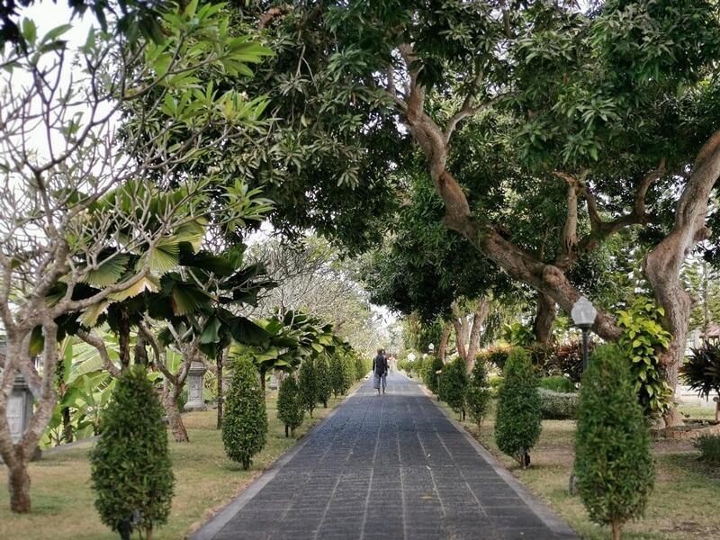 taman yang indah