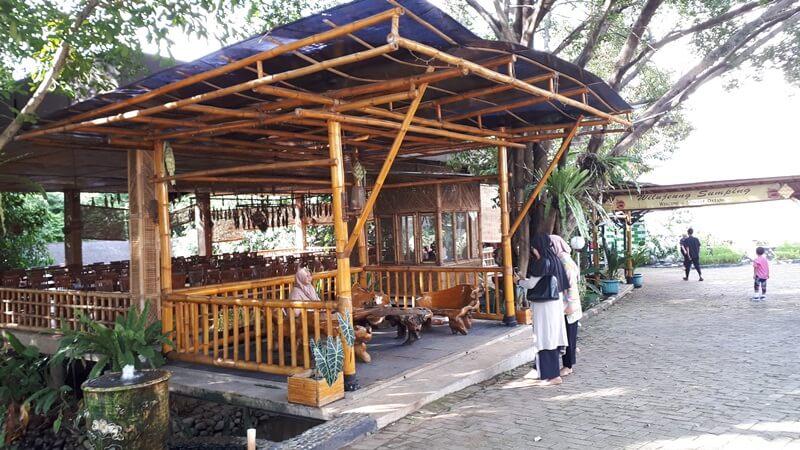 fasilitas rumah makan dan tempat beristirahat