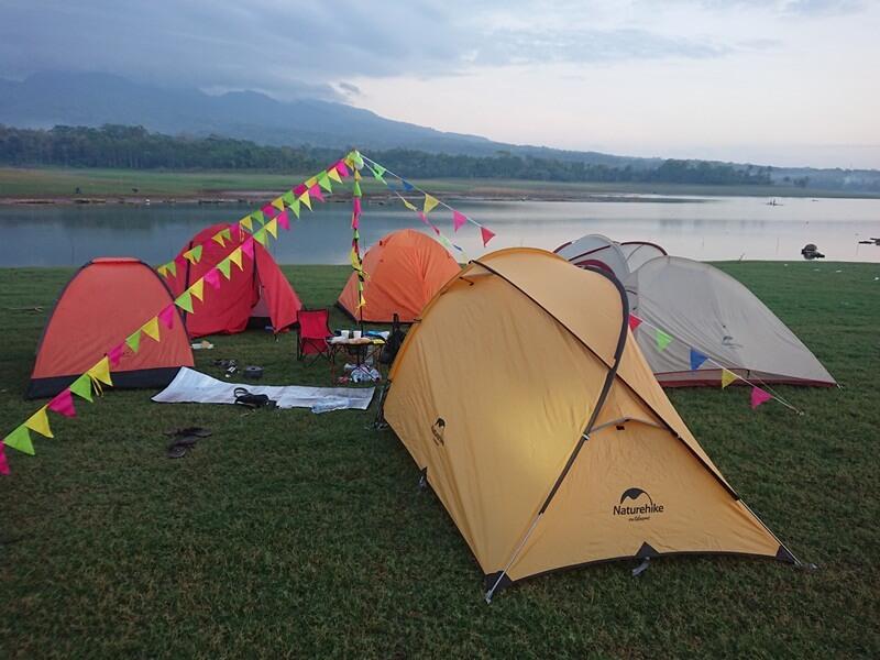 camping di waduk seloromo