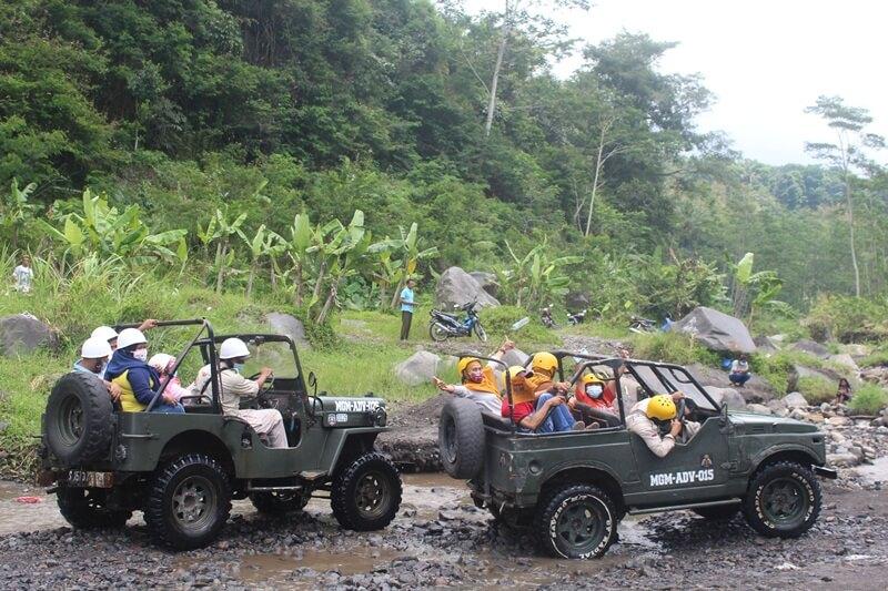 lava tour merapi dengan menggunakan jeep