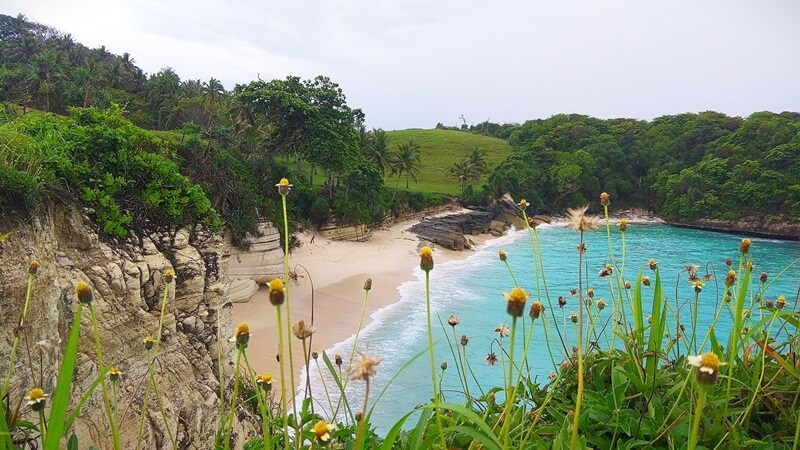 pantai watu bella