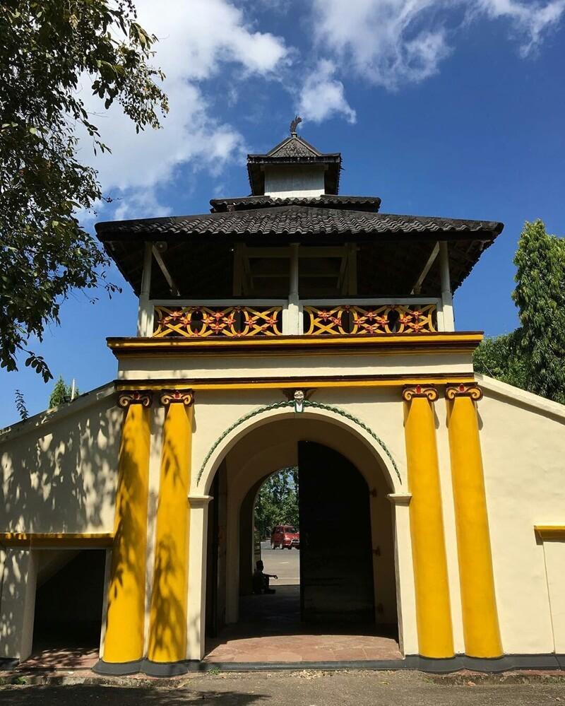 gerbang menuju museum Keraton